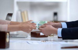 Il coniuge che richiede l'assegno ha l'onere di provare di essersi attivato per trovare lavoro